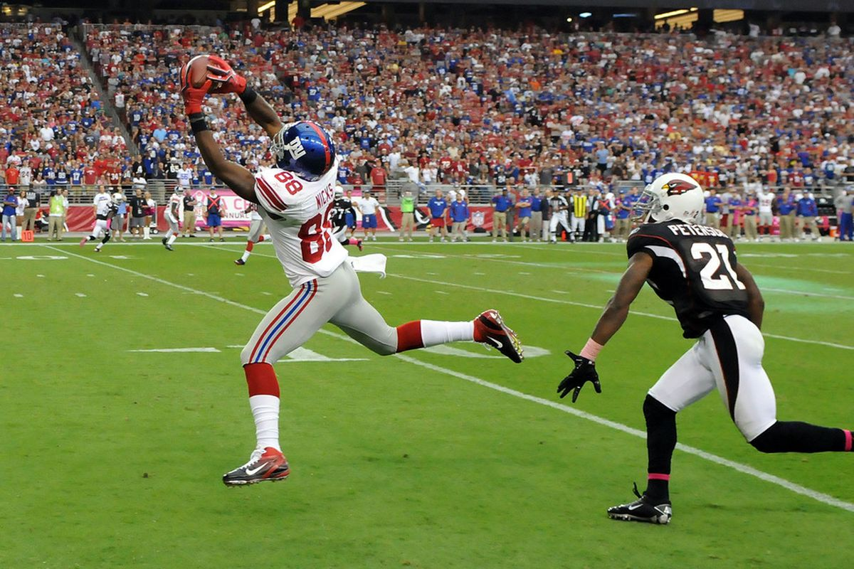 Hakeem Nicks (88) of the New York Giants catches the game winning touchdown against the Arizona Cardinals at University of Phoenix Stadium on October 2, 2011 in Glendale, Arizona. Giants won 31-27. (Photo by Norm Hall/Getty Images)