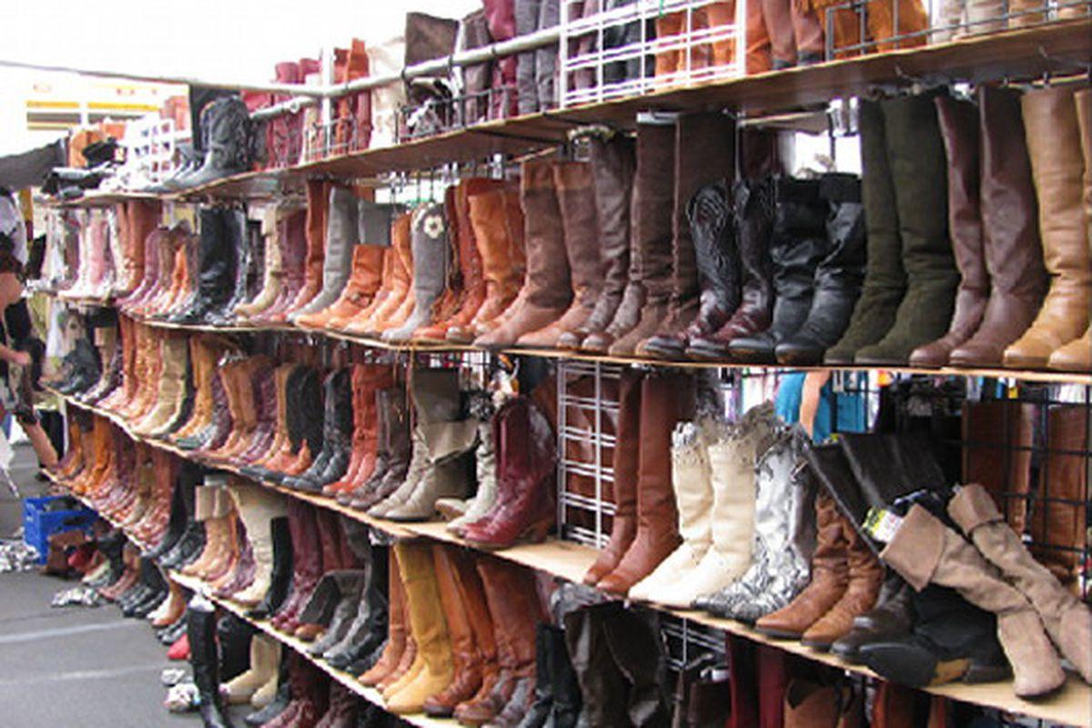 "Boots at the Rose Bowl. Image via <a href=""http://www.bleachblack.com/?p=4628"">Bleach Black</a>"
