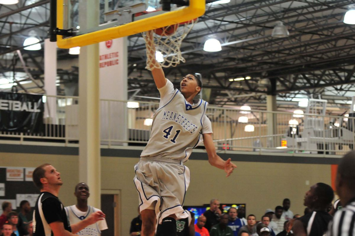 Anthony Davis of Perspectives-MSA playing for his club team Meanstreeets. Sun-Times file photo.