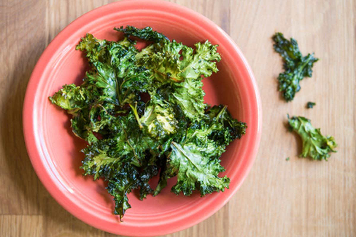 """Image via <a href=""""http://www.shutterstock.com/pic-139442738/stock-photo-baked-kale-chips-with-olive-oil-and-sea-salt-in-an-orange-bowl.html?src=ew2zt5gIDcDhK5k1Ey3w9Q-1-13"""">BonnieBC</a>/Shutterstock"""