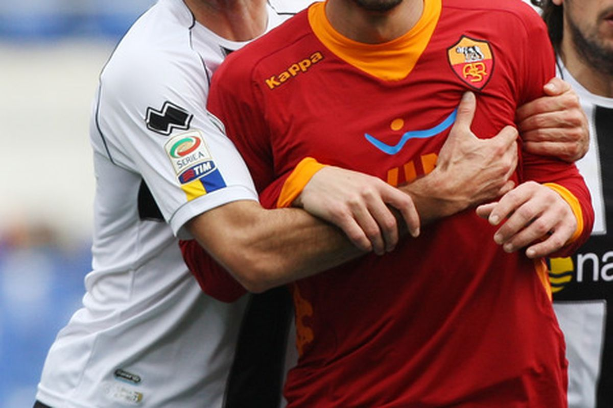 ROME, ITALY - FEBRUARY 19:  Massimo Gobbi (L) of Parma FC holds Daniel Osvaldo of AS Roma during the Serie A match between AS Roma and Parma FC at Stadio Olimpico on February 19, 2012 in Rome, Italy.  (Photo by Paolo Bruno/Getty Images)