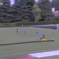 Soffia shows the pace and strength to fend off her marker on the way to Sassuolo's penalty area.