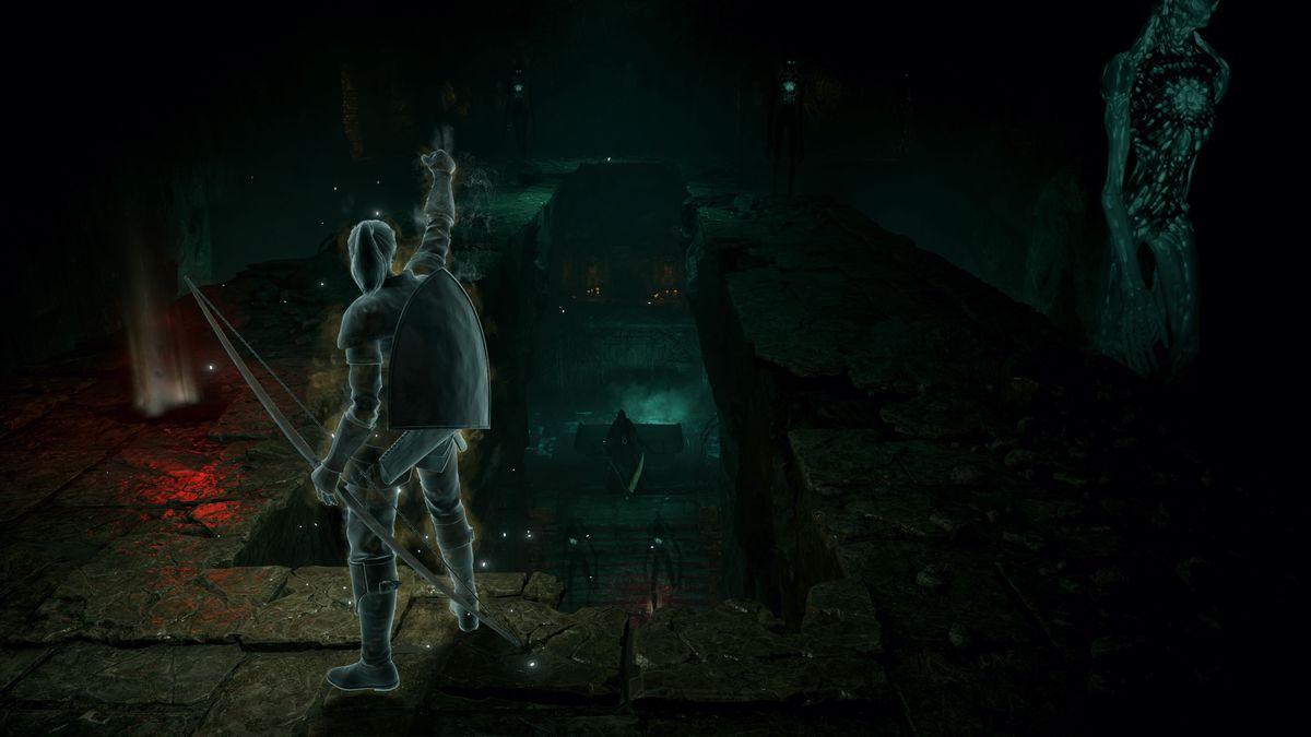 Un joueur se tient devant une faucheuse dans une capture d'écran de Demon's Souls (PS5)