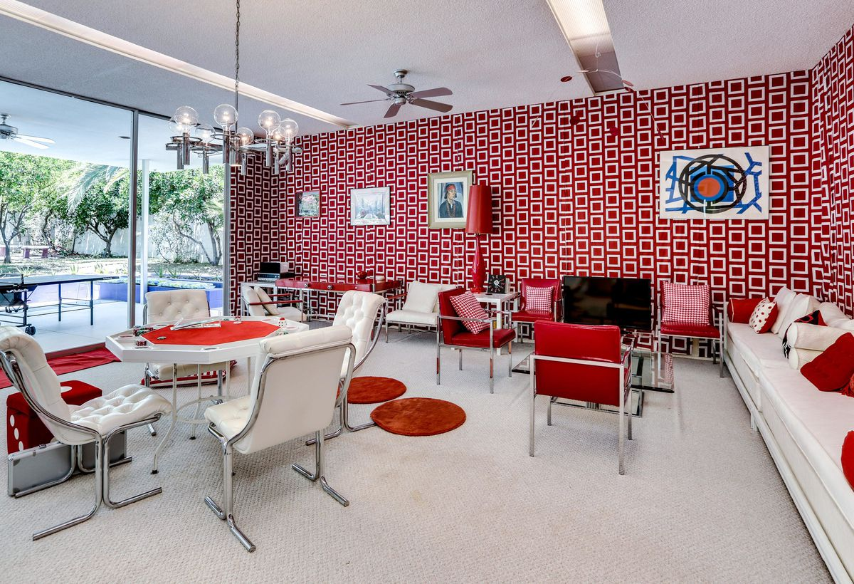 Game room with patterned wallpaper