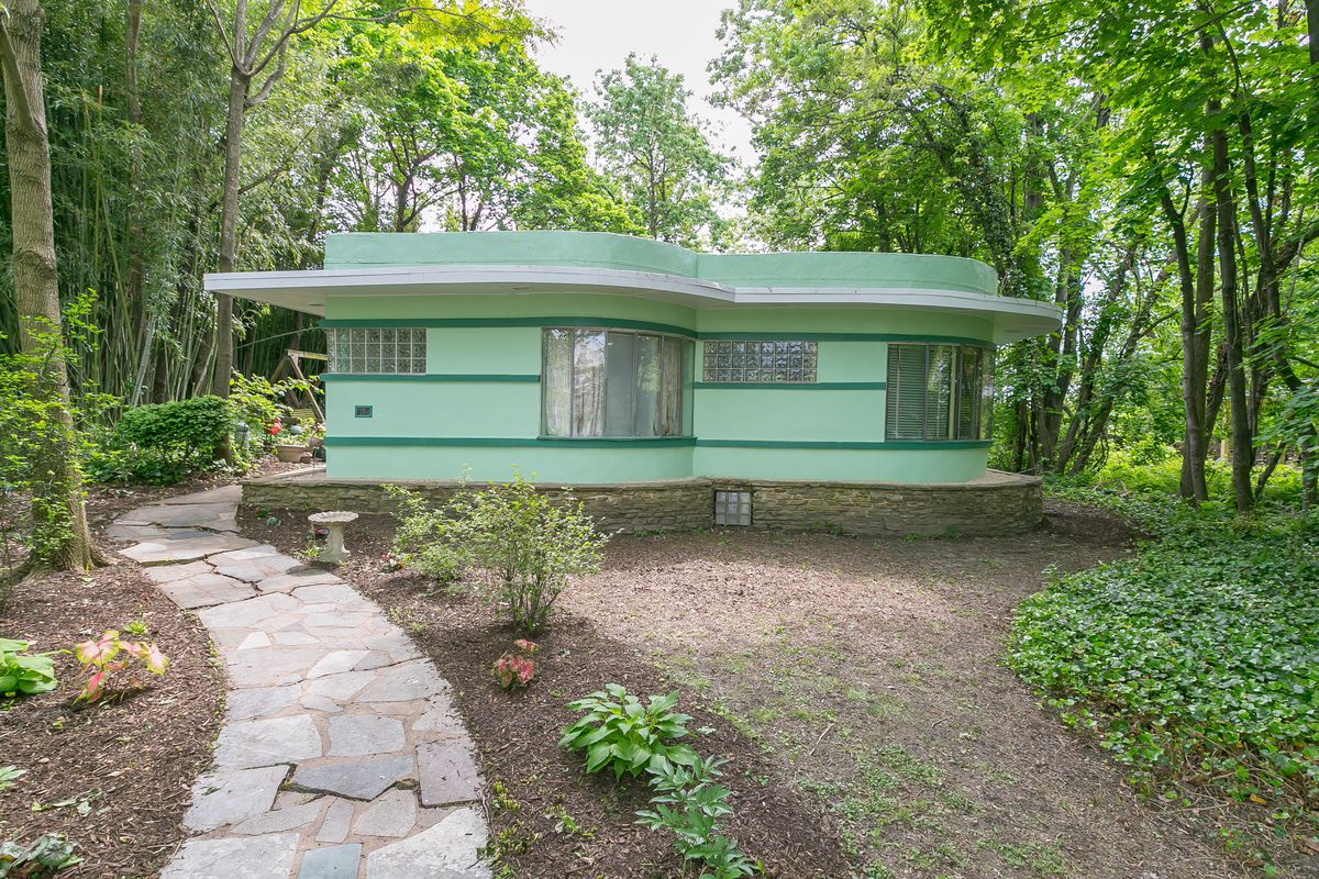 Colorful Art Deco Home With Lake Views Asks $250K