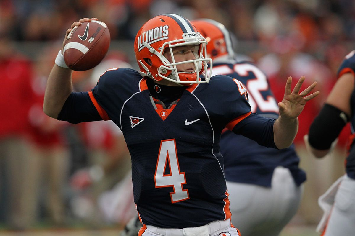 CHAMPAIGN, IL - NOVEMBER 19: Reilly O'Toole #4 of the Illinois Fighting Illini throws a pass against the Wisconsin Badgers at Memorial Stadium on November 19, 2011 in Champaign, Illinois. (Photo by Jonathan Daniel/Getty Images)