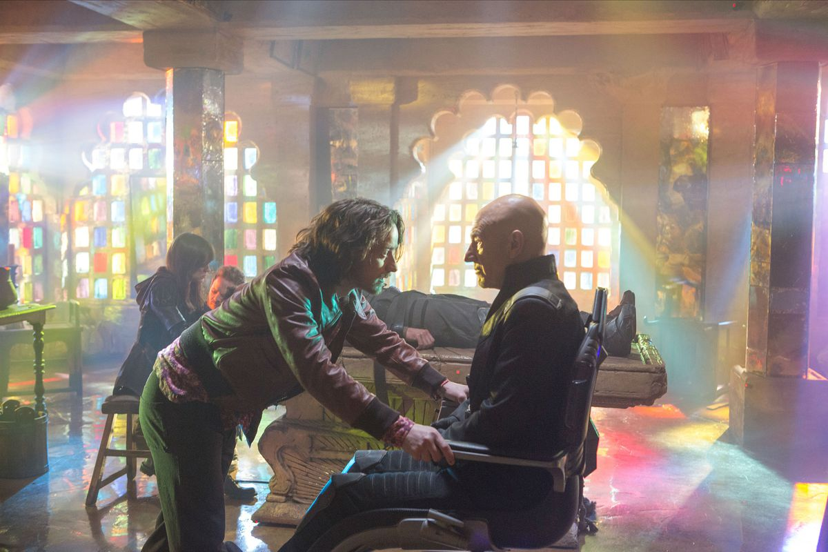 X-Men: Days of Future Past - young Charles Xavier (James McAvoy) meets old Charles Xavier (Patrick Stewart)