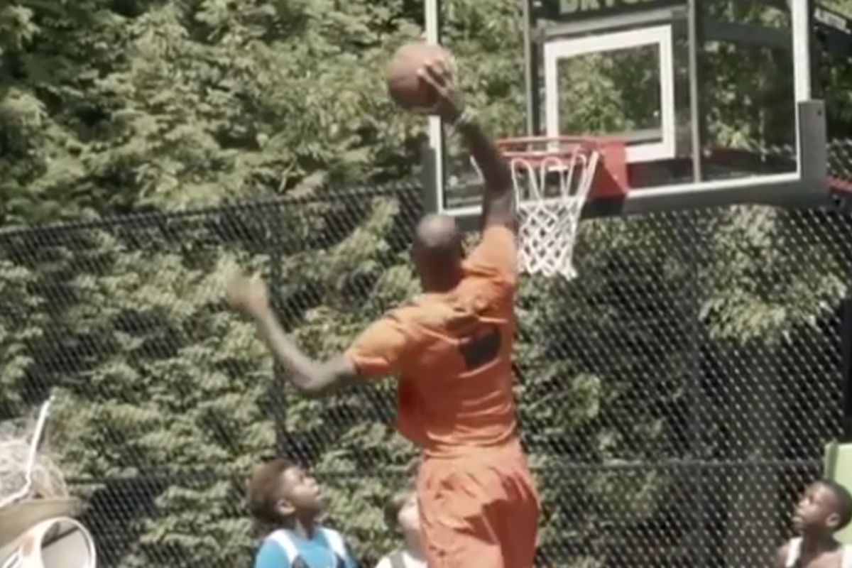 lebron james dunks on kids at son s birthday party fear the sword