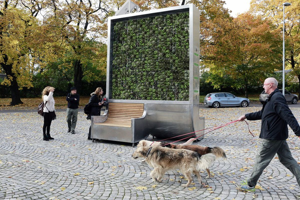 moss-covered CityTree clears air pollution
