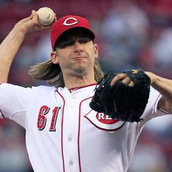Cincinnati Reds starting pitcher Bronson Arroyo throws to a Los Angeles Dodgers batter during the first inning of a baseball game, Friday, Sept. 21, 2012, in Cincinnati.