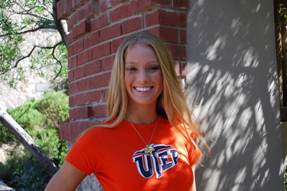 """UTEP volleyball star Kelsey Moore will represent Texas in the Miss USA Pageant next weekend.  via <a href=""""http://borderzine.com/wp-content/uploads/2010/02/kelsey-moore-web.jpg"""">borderzine.com</a>"""