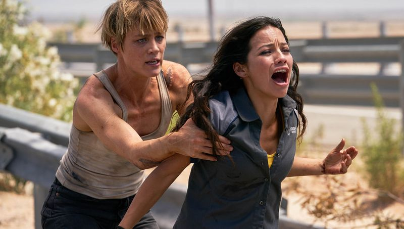 Dani (Natalie Reyes) and Grace (Mackenzie Davis) in Terminator: Dark Fate.