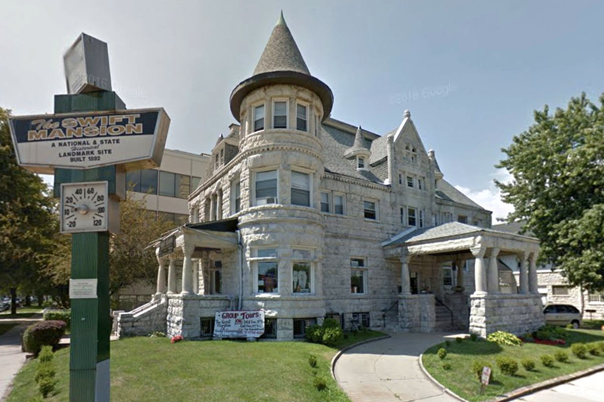 Chicago s historic swift mansion is still for sale for Mansions for sale in chicago