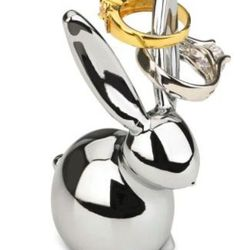 """Umbra Zoola ring holder, $10 at <a href=""""http://bit.ly/50sm69"""">Tabletop</a>"""