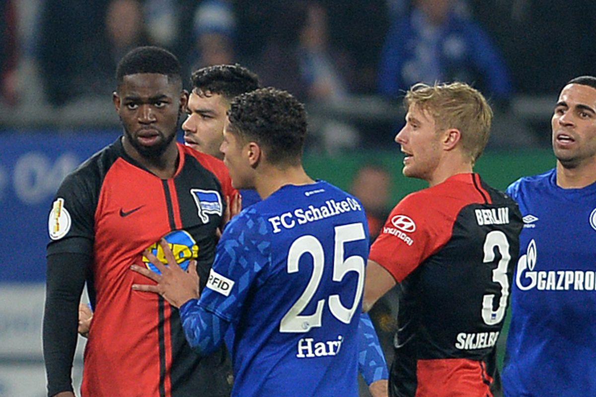 FC Schalke 04 v Hertha BSC - DFB Cup