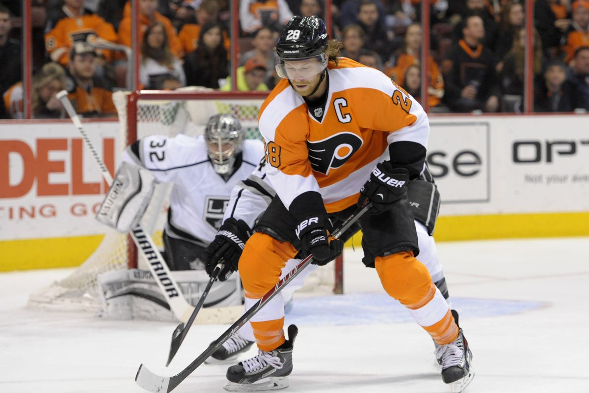 Claude Giroux isn't even shooting the puck in the right direction, smdh.