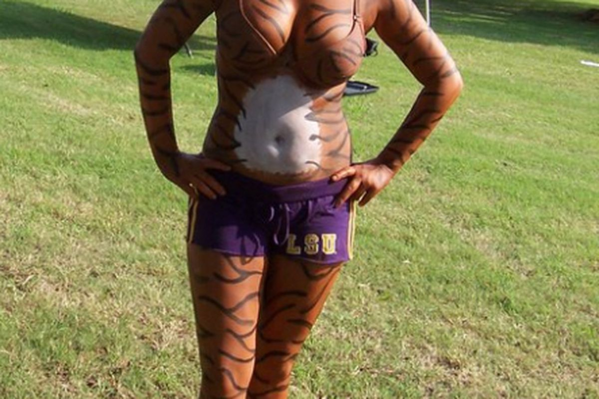 I demand a body paint Commodoreress in response. Thetas, get on this.