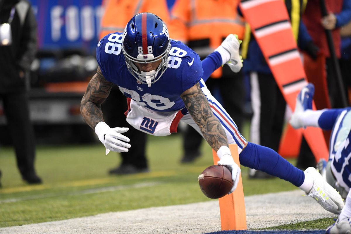 New York Giants tight end Evan Engram dives for a touchdown in the third quarter against the Dallas Cowboys at MetLife Stadium.