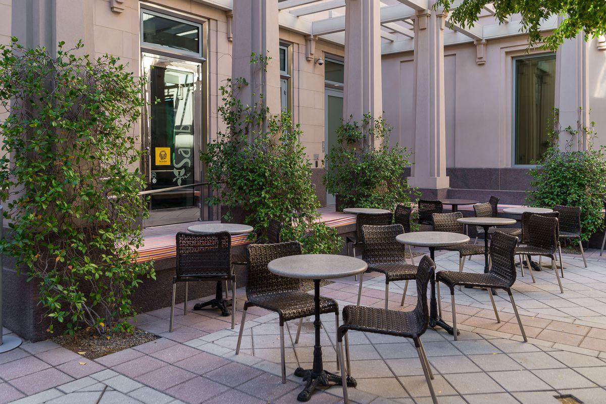 The patio at Sambalatte at the Smith Center