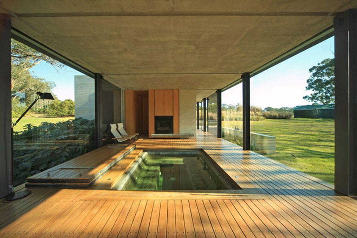 "All photos by <a href=""http://hyattgallery.com.au/"">Peter and Jenny Hyatt</a> via <a href=""http://www.dezeen.com/2015/06/23/matthew-woodward-architecture-cantilever-pavilion-natural-dam-wirra-willa-somersby-sydney-australia"">Dezeen</a>"