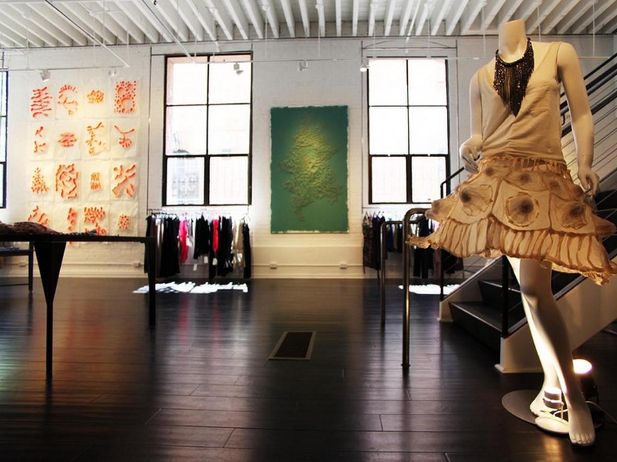 """Image via <a href=""""http://laboutique-gallerie.com"""">La Boutique</a>"""