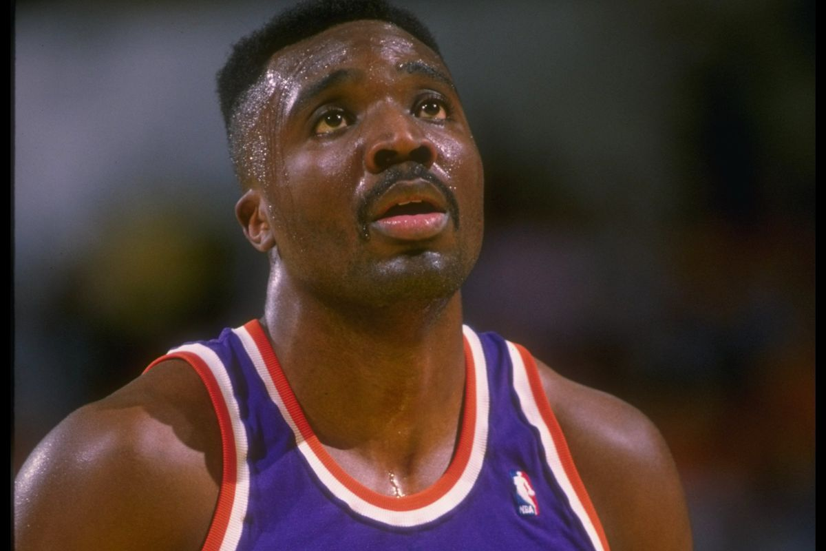 1988-1989: Forward Armon Gilliam of the Phoenix Suns looks to shoot the ball during a game.
