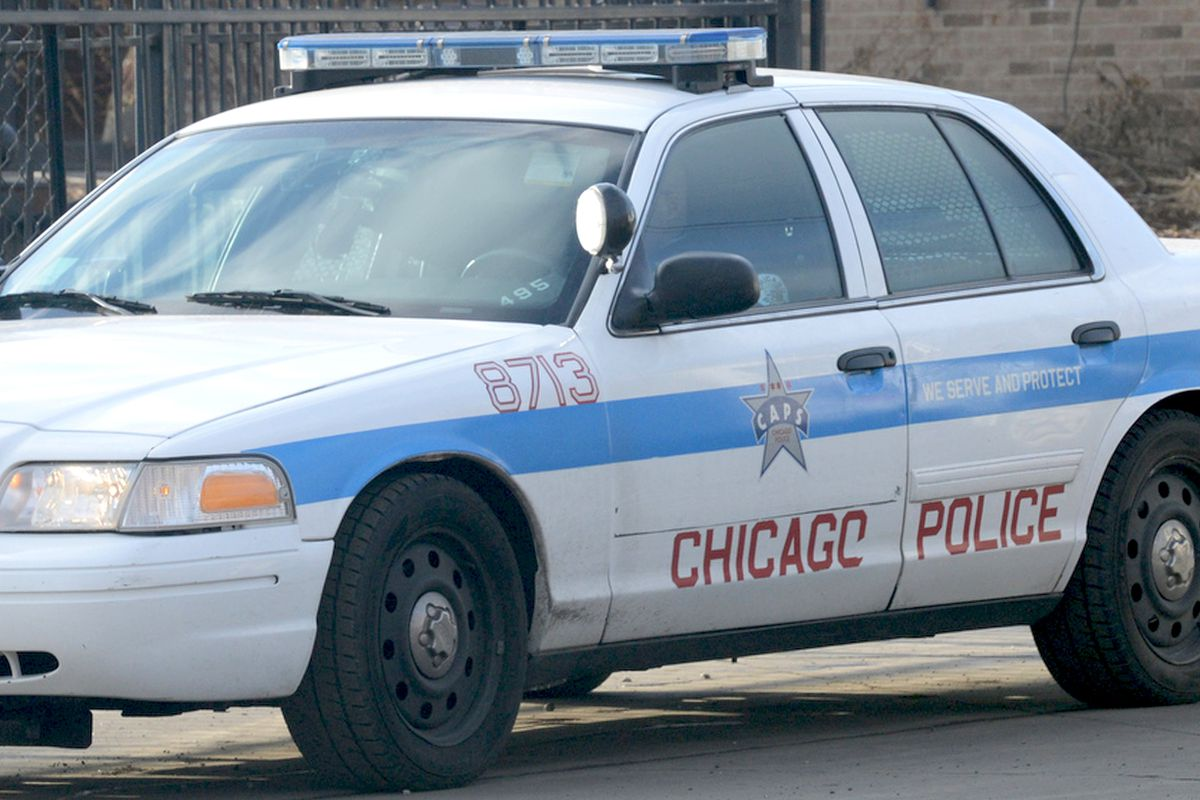 Chicago police squad car crashes into building in Chatham