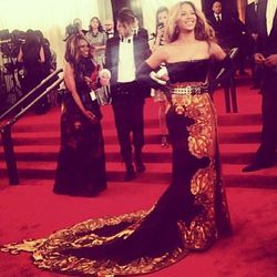 """And now, <a href=""""http://instagram.com/p/Y_YzZAjILj/"""">Beyonce</a>."""