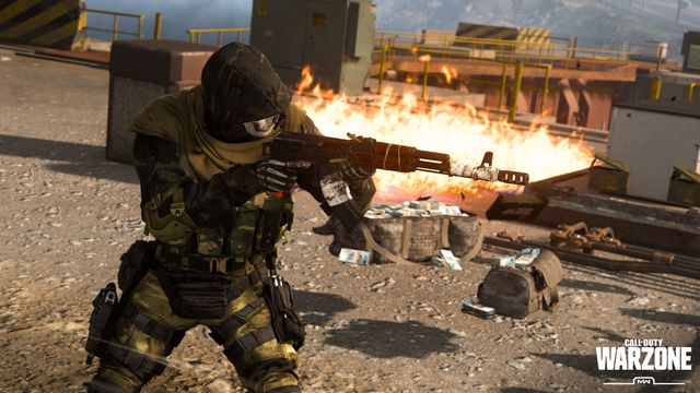 A player defends their hard earned Plunder cash in Call of Duty: Warzone