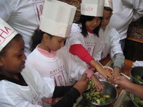 Students from PS 282 make guacamole at Palo Santo.