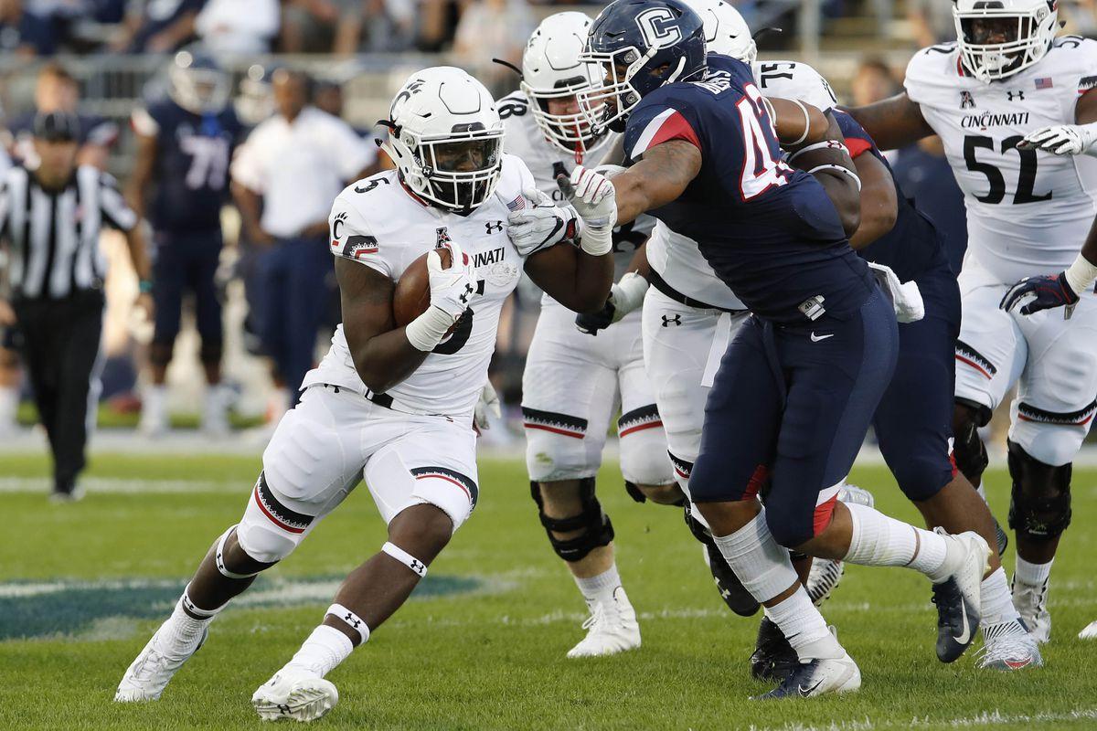 NCAA Football: Cincinnati at Connecticut