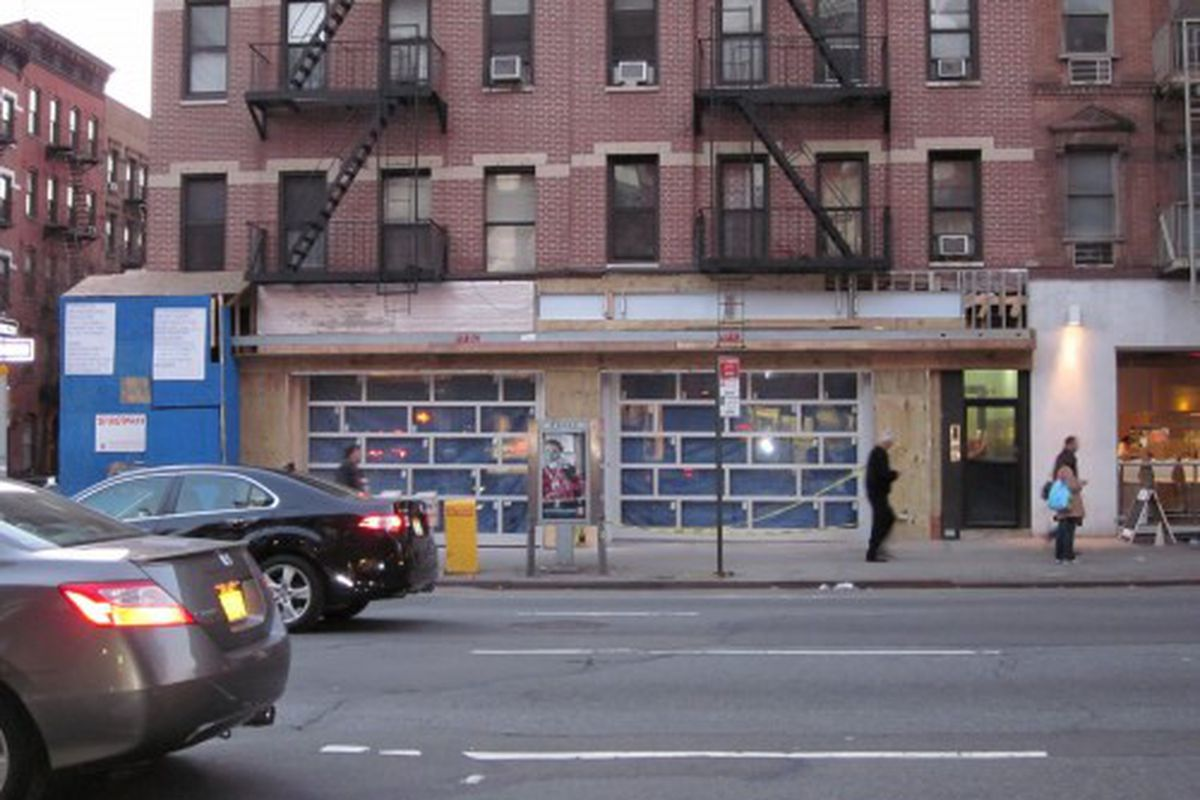 """Traffic Bar in Hell's Kitchen via <a href=""""http://lifewithfoodanddrink.blogspot.com/2011/03/traffic-plugging-along-on-9th-ave.html"""" rel=""""nofollow"""">LWFAD</a>"""