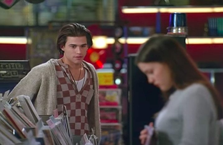 Johnny Whitworth and Liv Tyler in Empire Records.