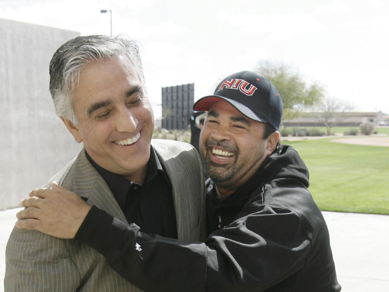 ESPN baseball reporter Pedro Gomez, shown in a 2008 photo with former White Sox manage Ozzie Guillen, died Sunday at age 58.