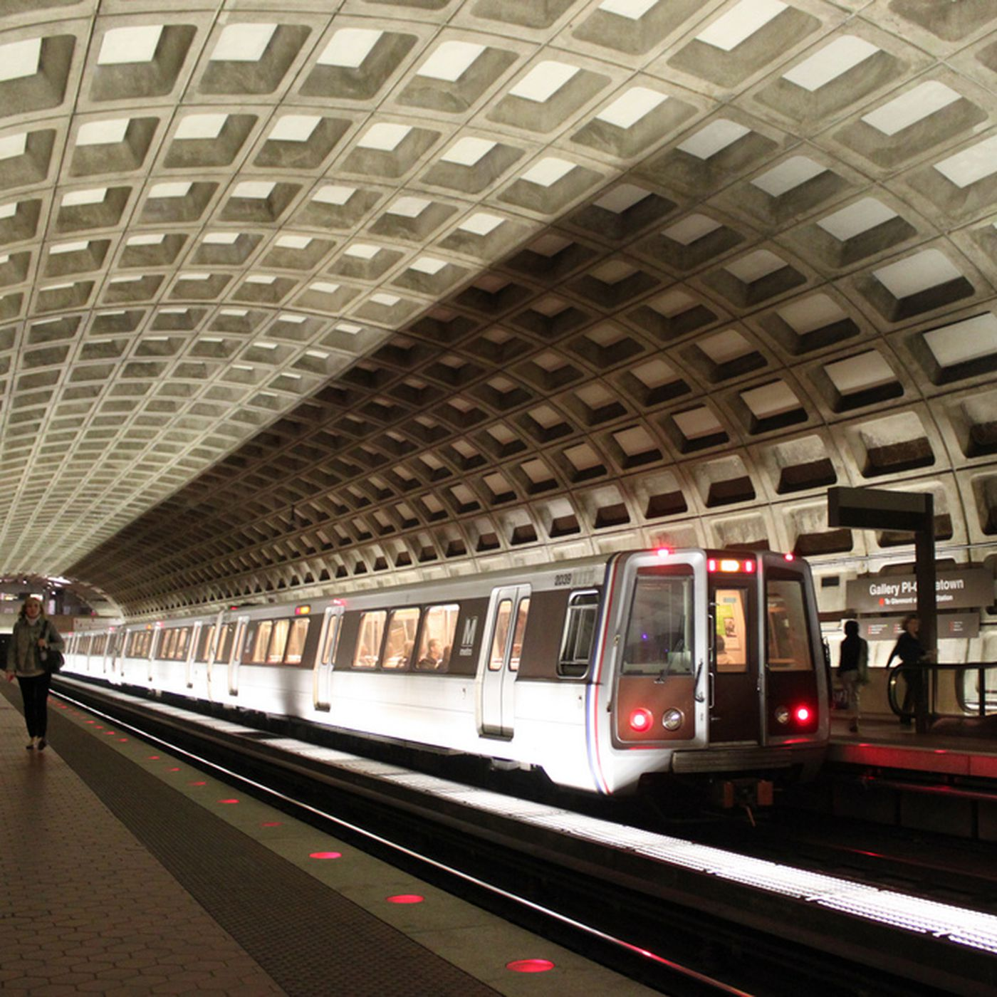 Industry Insiders Weigh In on Metro's Proposal to End Late