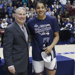 UConn's Gabby Williams (15) poses with AAC commissioner Mike Aresco after being named to the All-Tournament team.