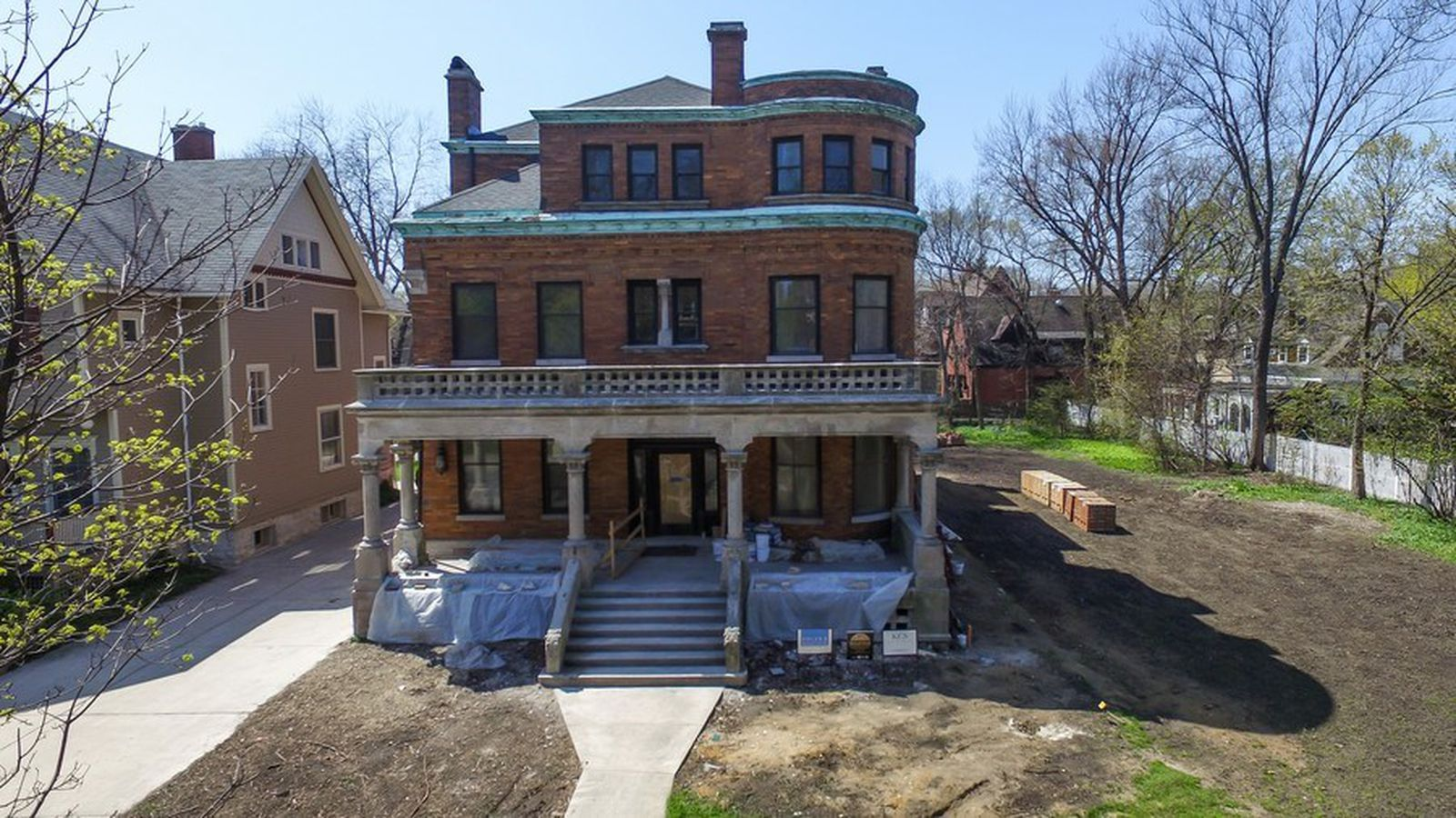 Landmark oscar mayer mansion receiving complete overhaul for Mansion in chicago for sale