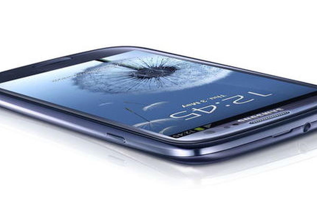 Galaxy S III short side shot