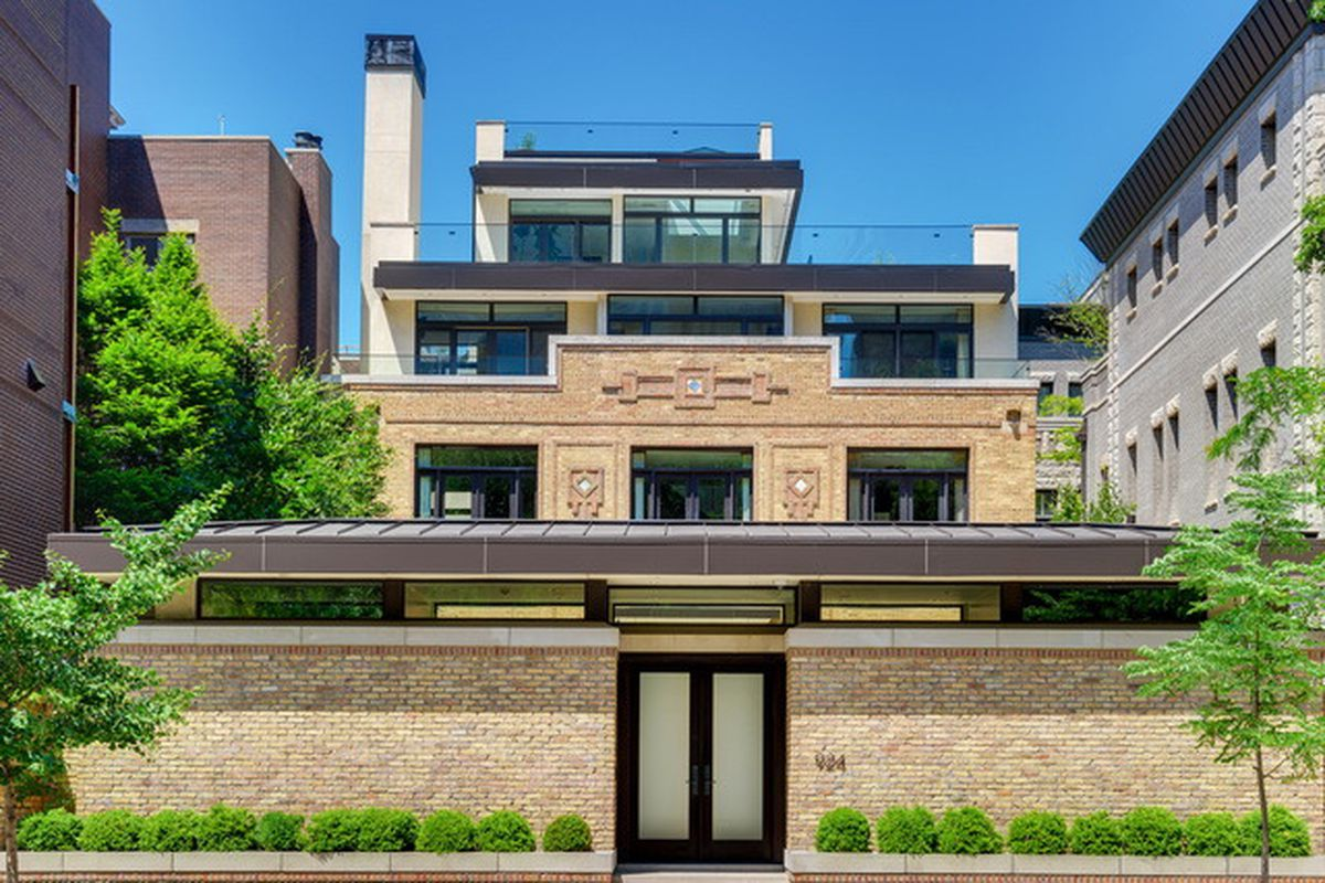 Old chicago utility substation turned luxury mansion takes for Mansion in chicago for sale