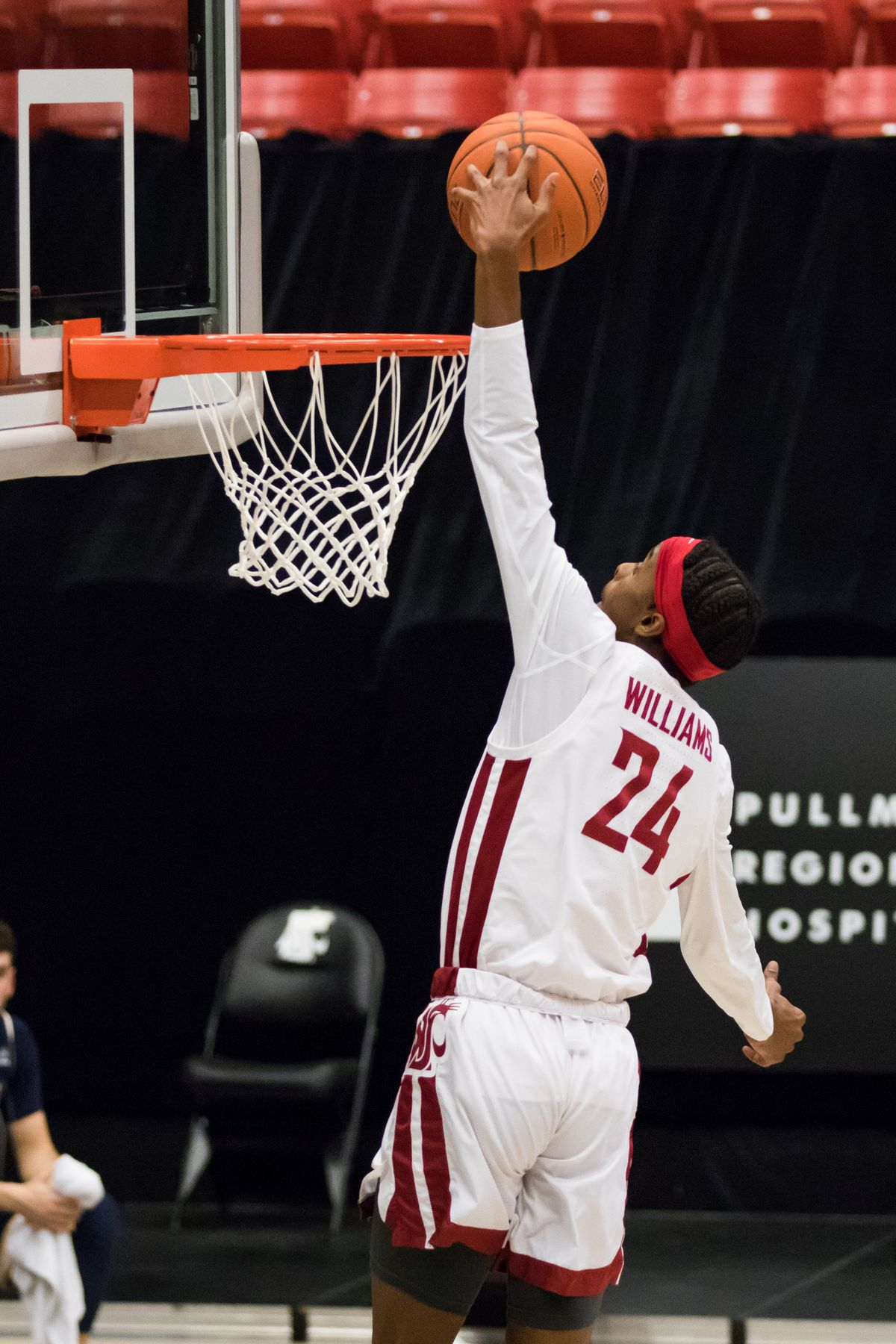 PULLMAN, WA - DECEMBEgoes aerial for a dunk during the first half of a non-conference matchup between the Montana State Bobcats and the Washington State Cougars on December 18, 2020, at Beasley Coliseum in Pullman, WA.