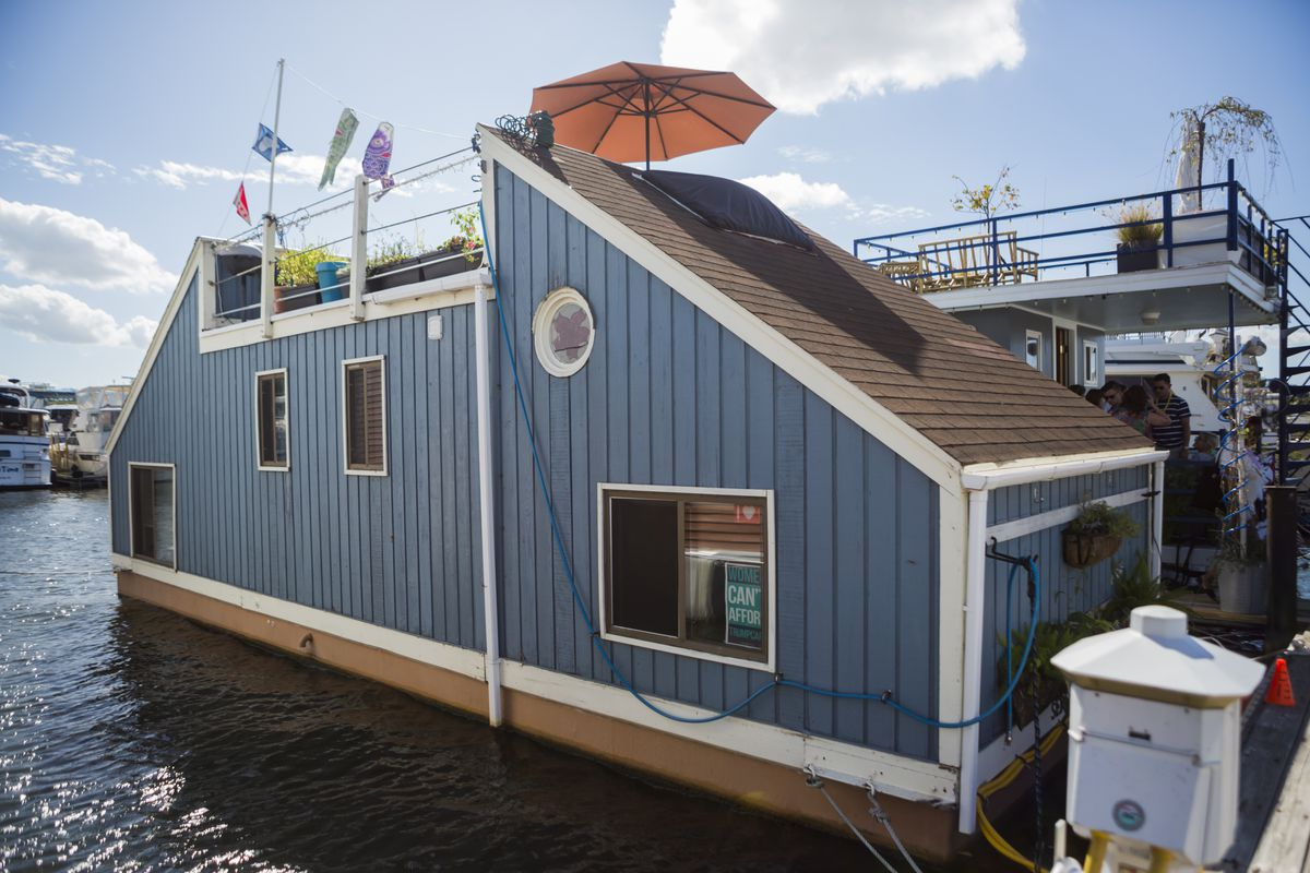 Southwest Waterfront Boat Home Tour 2017: The 5 best