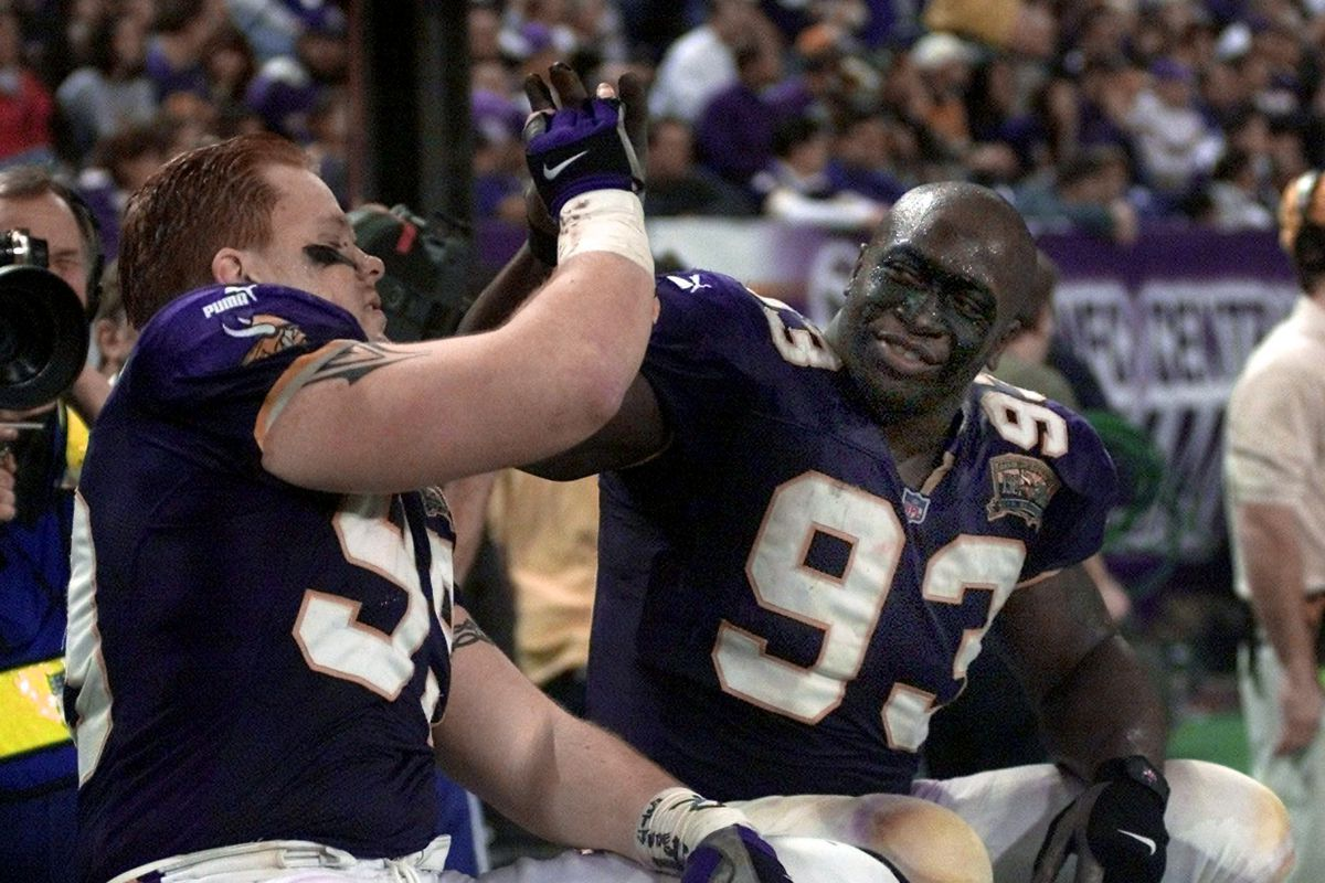 Chris Hovan (L) and John Randle (R) of the Minneso