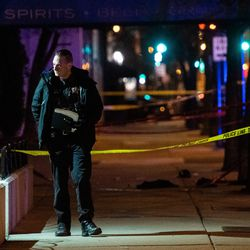 Chicago Police investigate the scene where an off-duty officer was fatally shot near Huron and Clark.   Tyler LaRiviere/Sun-Times