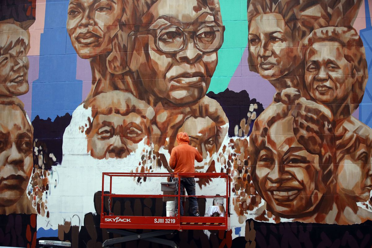 Jeff Zimmerman painting a mural by artist Kerry James Marshall at the Chicago Cultural Center in November 2017.