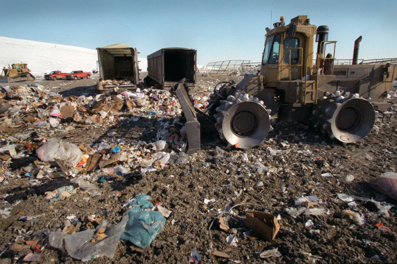 IN THIS PHOTO: Lake Mills, IA., Thursday, 2/1/2001. A 80,000 pound spreader pushed piles of garbage from the back of semi-trucks, some arriving from Minnesota, at the Waste Management Central Disposal System land fill near Lake Mills Iowa. 1500 tons of