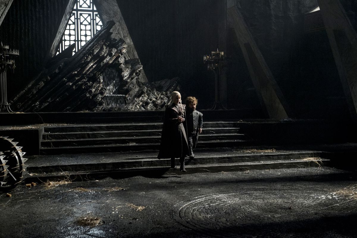 game of thrones set designer reveals the show s architectural daenerys targaryen emilia clarke and tyrion lannister peter dinklage in the throne room of dragonstone helen sloan hbo