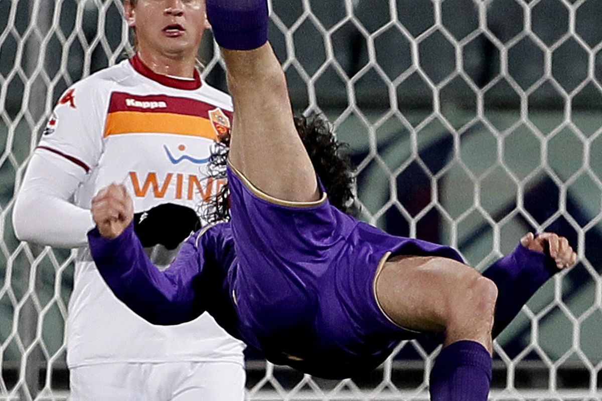 Fiorentina's Stevan Jovetic (front) does
