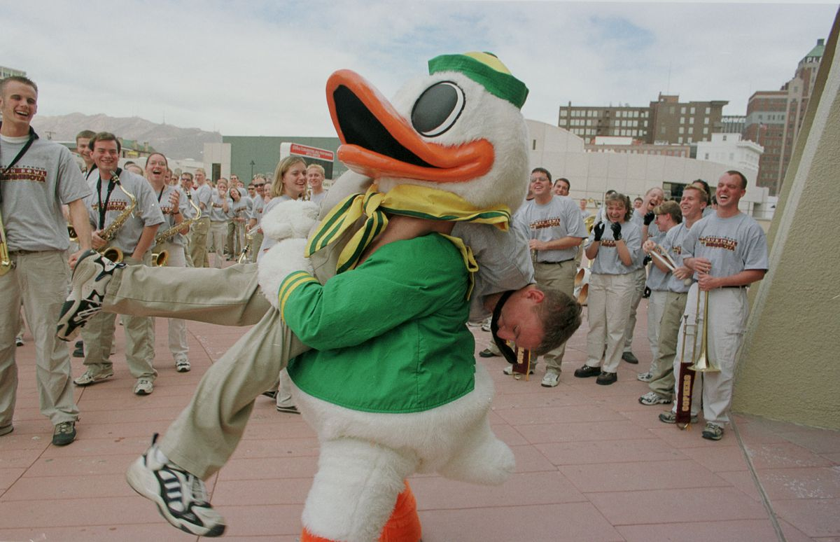 Uof M oregon last football press confrence and Uof M band and orgeon band pep rally dowtown el paso -- El Paso Tx UofM Oregon pep rally downtown El Paso 12/30/99----Micah (cq) Langseth a saxophone player in the UofM marching band takes on the Oregon Duck'
