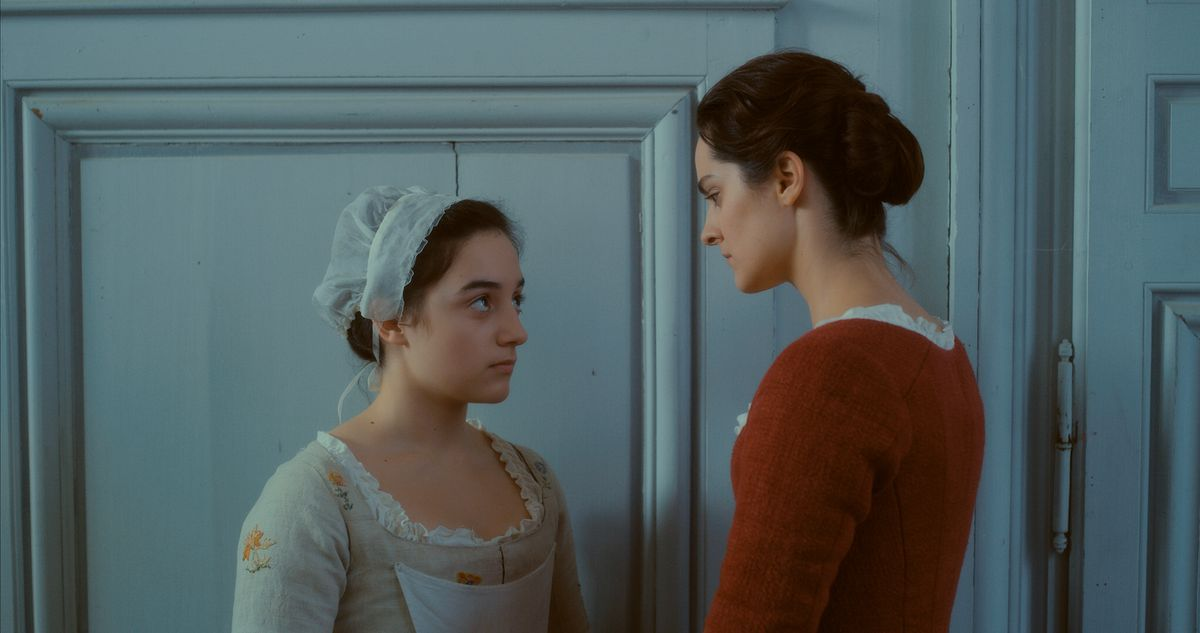 Sophie and Marianne discuss whether Sophie should have an abortion.