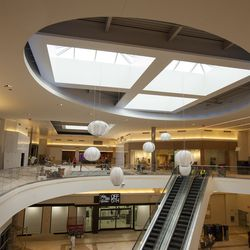 Over 55,000 Italian porcelain floor tiles were laid in the mall common areas and vestibules.